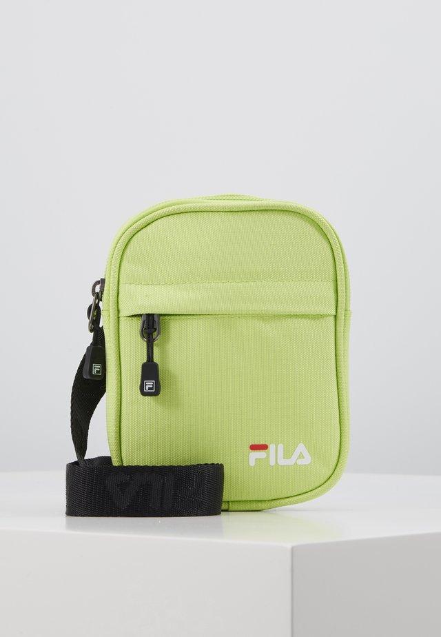 NEW PUSHER BAG BERLIN - Umhängetasche - sharp green