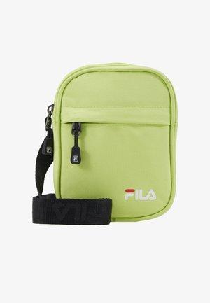 NEW PUSHER BAG BERLIN - Taška spříčným popruhem - sharp green
