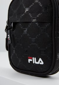 Fila - NEW PUSHER BAG BERLIN - Bandolera - black - 8