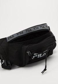 Fila - WAIST BAG MOUNTAIN - Ledvinka - black - 4