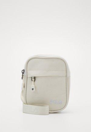 NEW PUSHER BAG BERLIN - Sac à dos - blanc de blanc