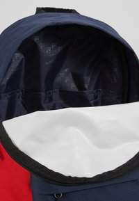 Fila - NEW BACKPACK SCOOL TWO - Batoh - black iris/true red/bright white - 5