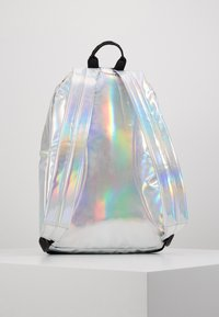 Fila - NEW BACKPACK S'COOL HOLO - Tagesrucksack - silver - 3