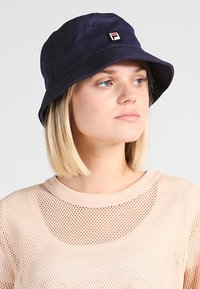 Fila - BUCKET HAT - Klobouk - black iris - 5