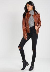 Freaky Nation - BLIND TRUST - Leather jacket - cognac - 1