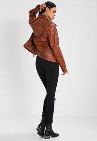 Freaky Nation - BLIND TRUST - Leather jacket - cognac - 2