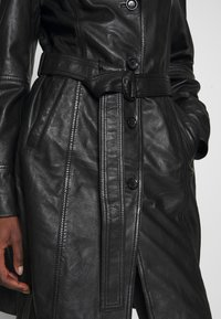 Freaky Nation - LEDER TRENCH COAT - Lederjacke - shadow - 5