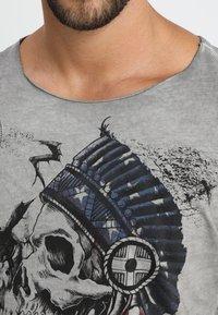 Key Largo - INDIAN SKULL - T-shirt imprimé - silver - 4
