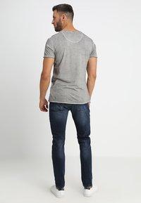 Key Largo - INDIAN SKULL - T-shirt imprimé - silver - 2