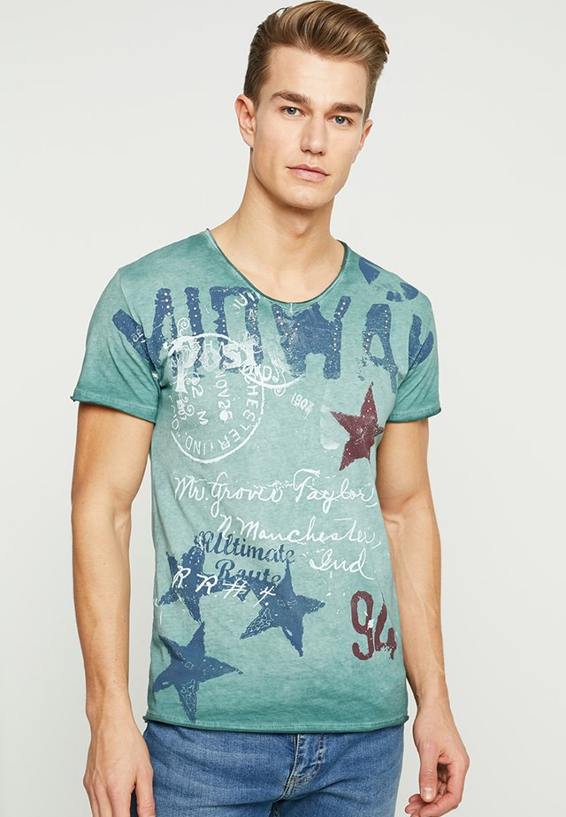MIDWAY - T-shirt med print - bottle green
