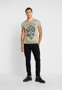 Key Largo - MT BEARDED BIKER - T-shirt imprimé - military green - 1