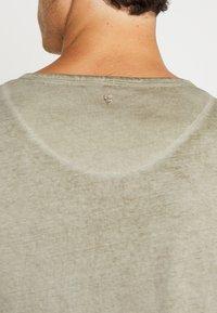 Key Largo - MT BEARDED BIKER - T-shirt imprimé - military green - 5