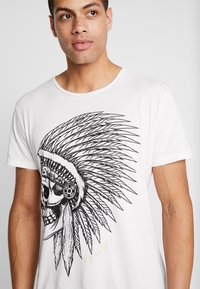 Key Largo - CHIEF ROUND - Print T-shirt - offwhite - 5