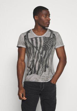 RAZOR BLADE V NECK - T-shirt imprimé - silver