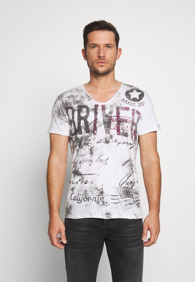 DRIVERS V-NECK - Print T-shirt - white