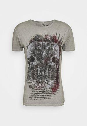 TRACK ROUND - Print T-shirt - silver