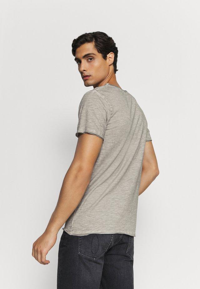 T-shirt z nadrukiem - silver