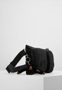 Kipling - PRESTO UP - Rumpetaske - true black - 4