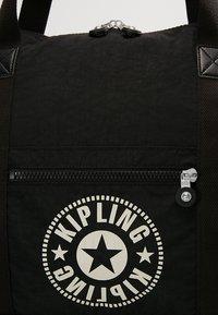 Kipling - ART M - Bolsa de fin de semana - lively black - 6