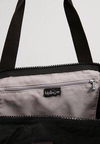 Kipling - ART M - Weekend bag - lively black - 4