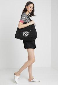 Kipling - ART M - Weekend bag - lively black - 1
