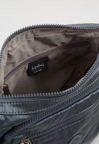 Kipling - GABBIE S - Across body bag - steel grey metal - 4