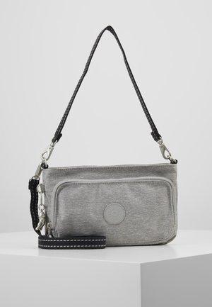 MYRTE - Olkalaukku - chalk grey