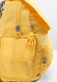 Kipling - CITY PACK S - Rygsække - vivid yellow - 5