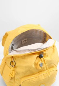 Kipling - CITY PACK S - Rygsække - vivid yellow - 4