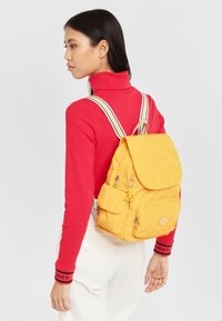 Kipling - CITY PACK S - Rygsække - vivid yellow - 1