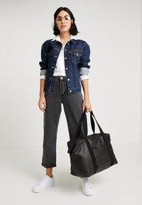 Kipling - ART - Shoppingveske - raw black - 6