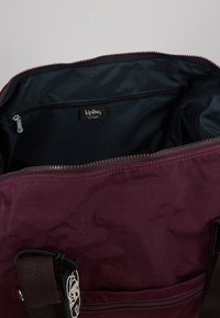 Kipling - ART ON WHEELS  - Holdall - dark plum - 4