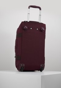 Kipling - ART ON WHEELS  - Holdall - dark plum - 6