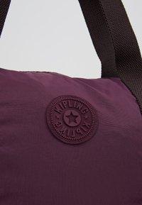 Kipling - HONEST PACK - Weekendbag - dark plum - 8
