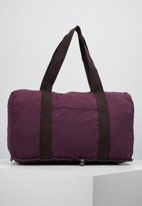Kipling - HONEST PACK - Weekendbag - dark plum - 2