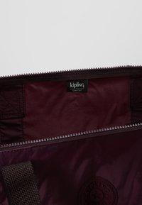 Kipling - HONEST PACK - Weekendbag - dark plum - 4