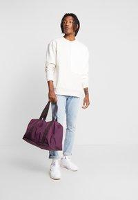 Kipling - HONEST PACK - Weekendbag - dark plum - 1