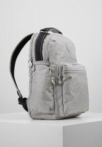 Kipling - OSHO - Rucksack - chalk grey - 3