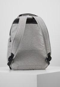 Kipling - OSHO - Rucksack - chalk grey - 2