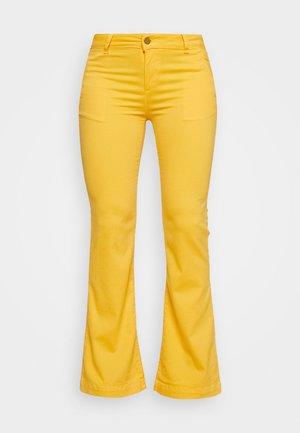 BERUSKA - Trousers - lemon