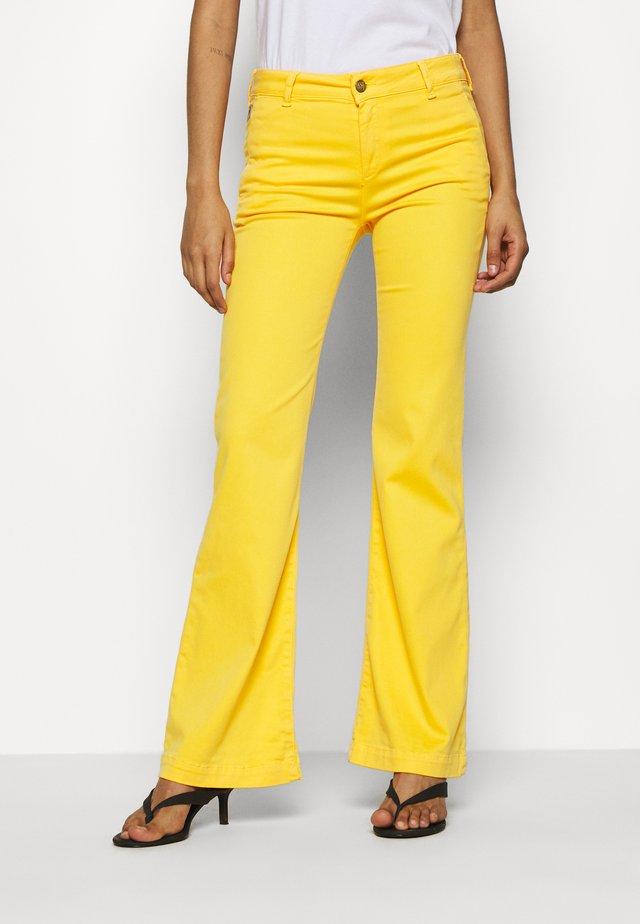 BERUSKA - Pantalon classique - lemon