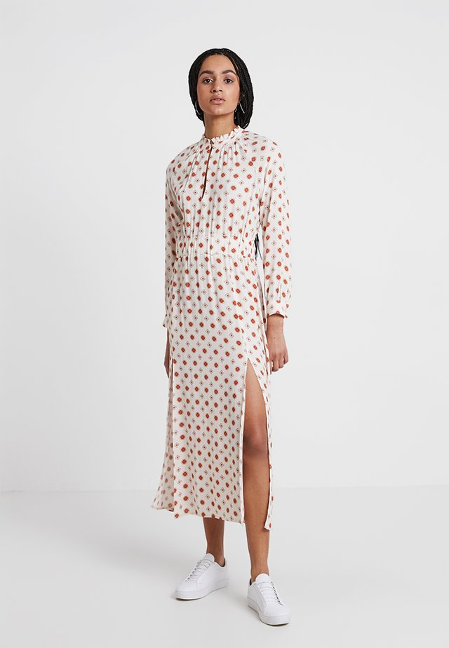 SUZAN - Robe longue - offwhite/red