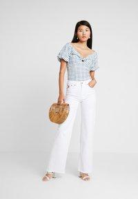 LOIS Jeans - PALAZZO - Široké džíny - white - 1