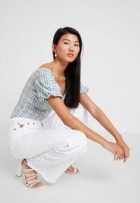 LOIS Jeans - PALAZZO - Široké džíny - white - 3
