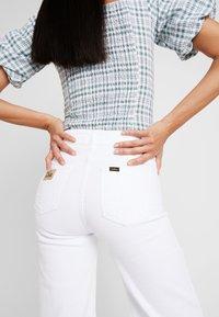 LOIS Jeans - PALAZZO - Široké džíny - white - 6