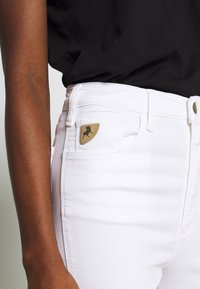 LOIS Jeans - REBECA EDGE - Straight leg jeans - white - 5