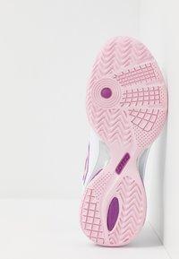 Lotto - SPACE 400 ALR - Scarpe da tennis per tutte le superfici - all white/pink cherry/purple willow - 4