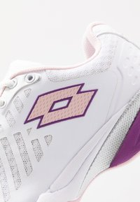 Lotto - SPACE 400 ALR - Scarpe da tennis per tutte le superfici - all white/pink cherry/purple willow - 6
