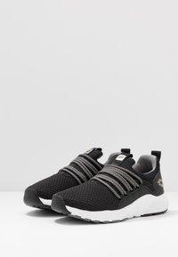 Lotto - BREEZE RISE - Sports shoes - all black/gravity titan - 2