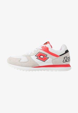RUNNER PLUS '95 - Obuwie do biegania treningowe - all white/red fluo